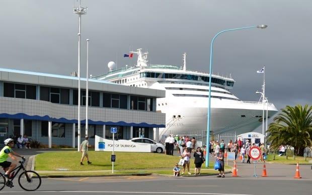 Day trip Sea Princes cruise ship docked in island port