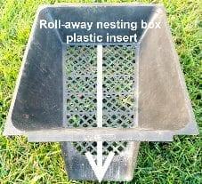 Roll away nesting box plastic insert